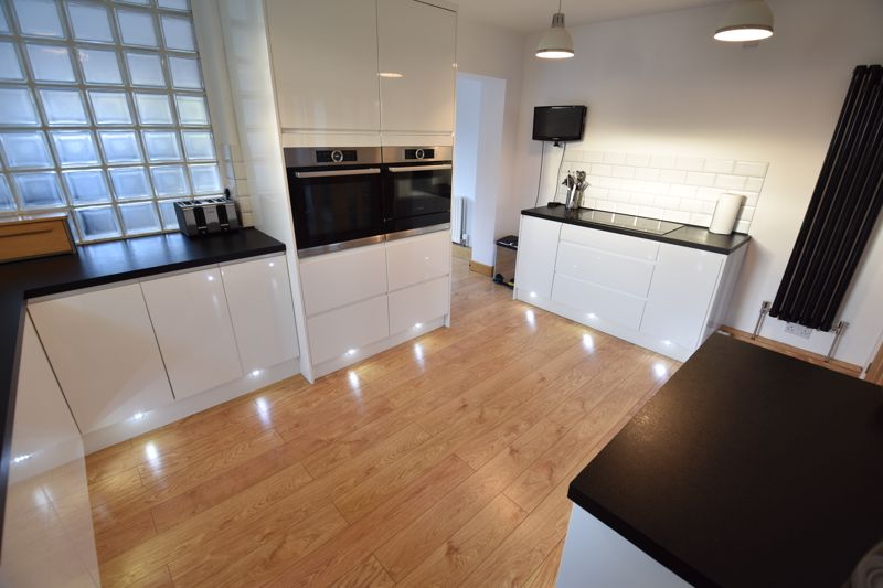 2 bedroom Semi-Detached  to buy in Rosewood Close, Luton - Photo 5