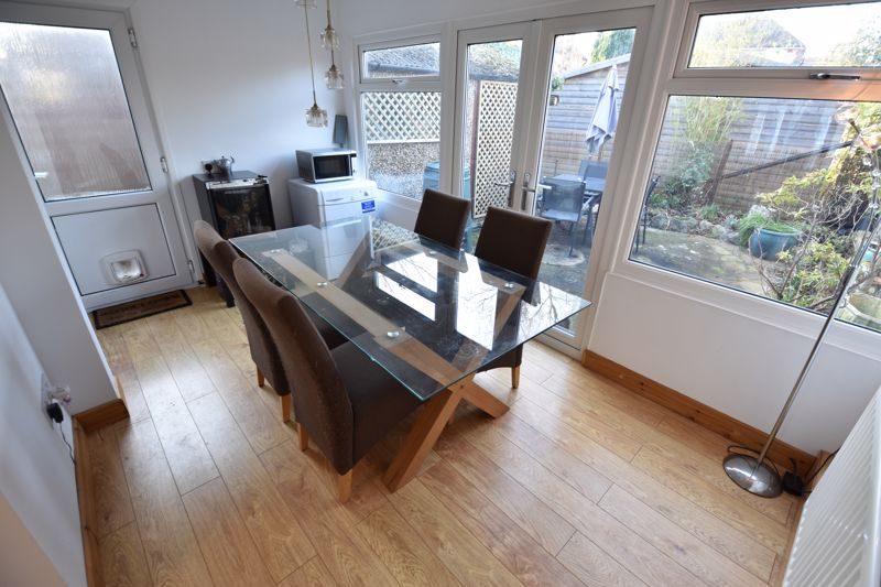 2 bedroom Semi-Detached  to buy in Rosewood Close, Luton - Photo 6