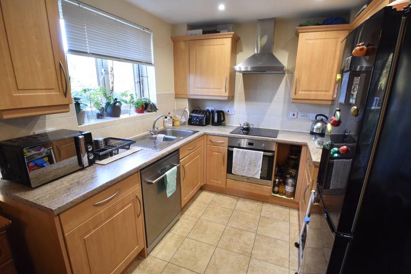 2 bedroom Apartment / Studio to buy in Foxglove Way, Luton - Photo 5