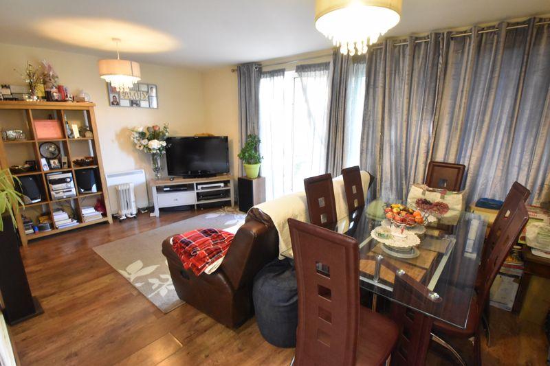 2 bedroom Apartment / Studio to buy in Foxglove Way, Luton - Photo 6