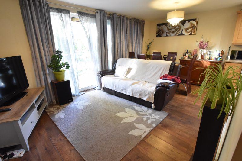 2 bedroom Apartment / Studio to buy in Foxglove Way, Luton - Photo 7