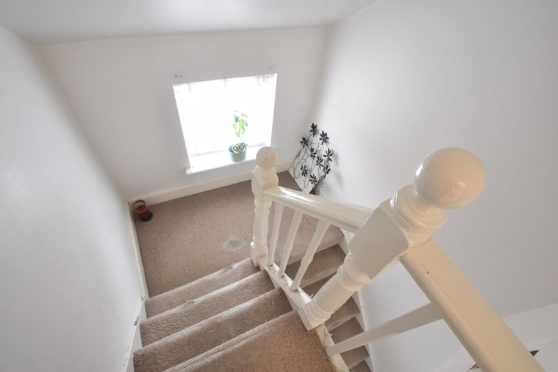 2 bedroom Maisonette to buy in High Town Road, Luton - Photo 3