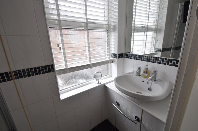 2 bedroom Maisonette to buy in High Town Road, Luton - Photo 4