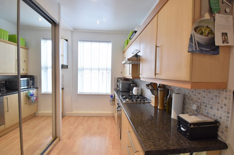 2 bedroom Maisonette to buy in High Town Road, Luton - Photo 8