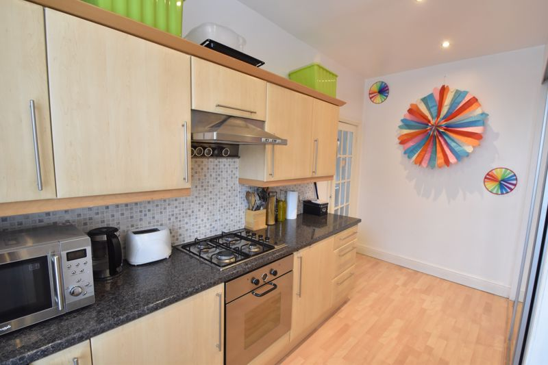 2 bedroom Maisonette to buy in High Town Road, Luton - Photo 9