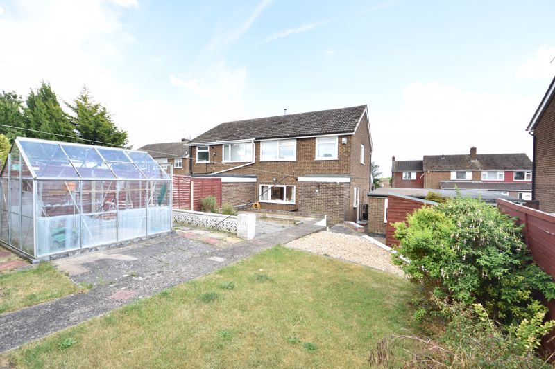 4 bedroom Semi-Detached  to buy in Kinross Crescent, Luton - Photo 2
