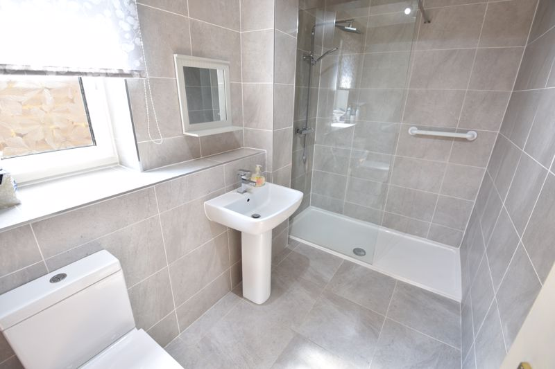 4 bedroom Semi-Detached  to buy in Kinross Crescent, Luton - Photo 3