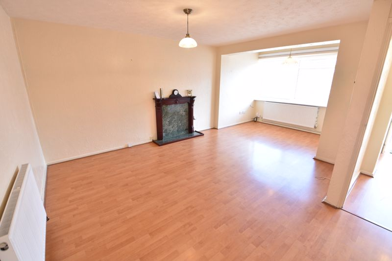 4 bedroom Semi-Detached  to buy in Kinross Crescent, Luton - Photo 5