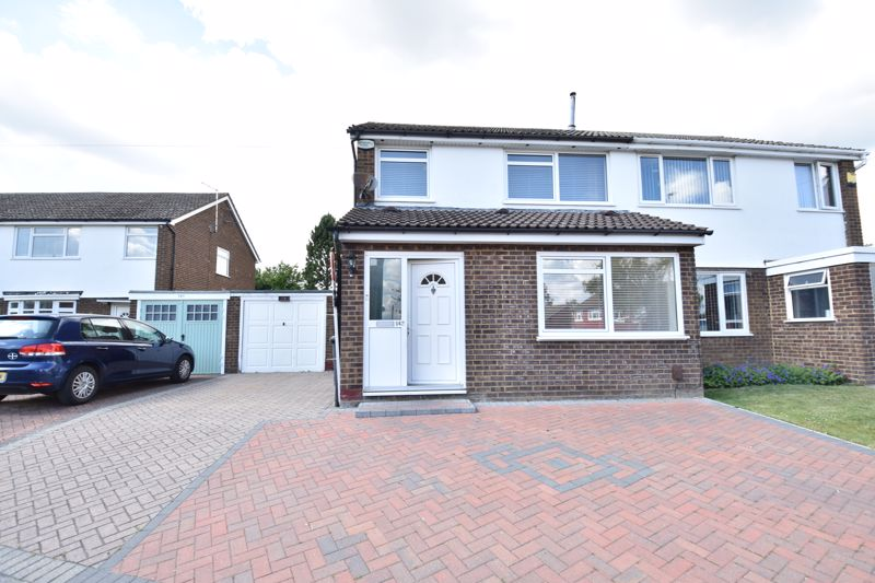 4 bedroom Semi-Detached  to buy in Kinross Crescent, Luton