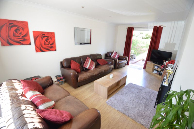 2 bedroom End Terrace to buy in Hallwicks Road, Luton - Photo 3