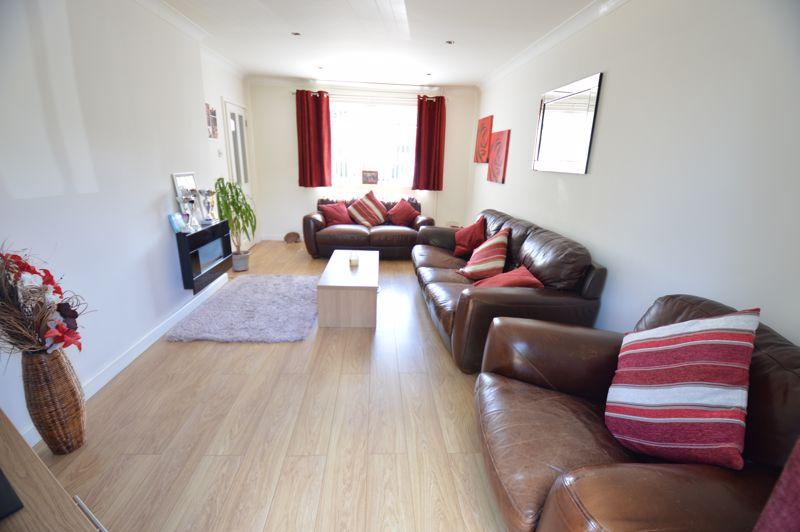 2 bedroom End Terrace to buy in Hallwicks Road, Luton - Photo 4