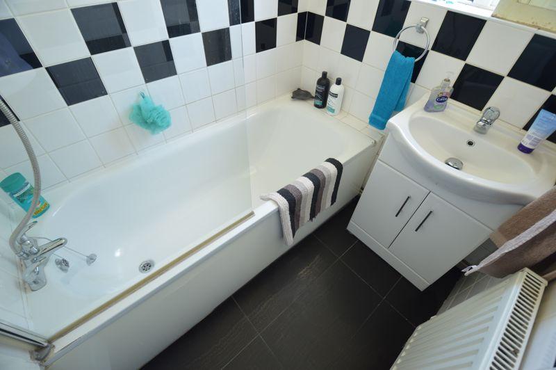 2 bedroom End Terrace to buy in Hallwicks Road, Luton - Photo 7