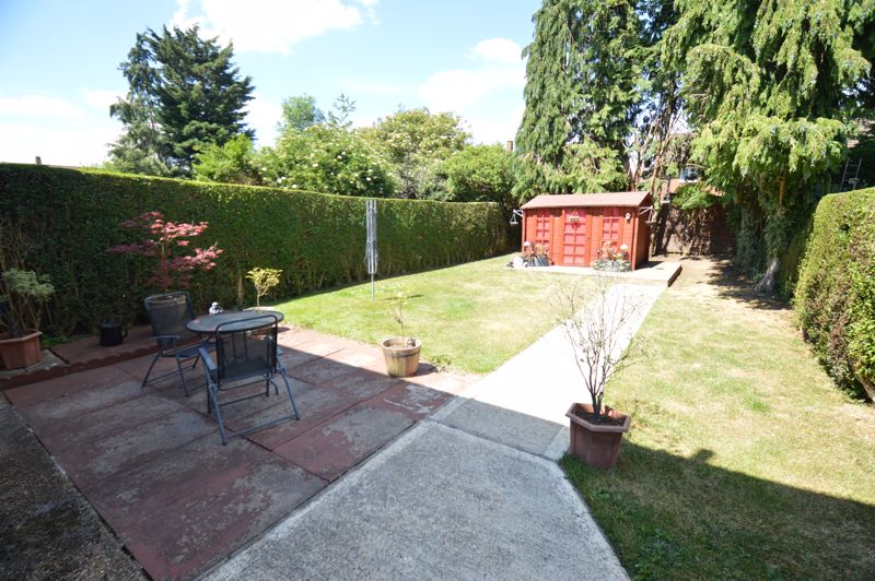 2 bedroom End Terrace to buy in Hallwicks Road, Luton - Photo 9