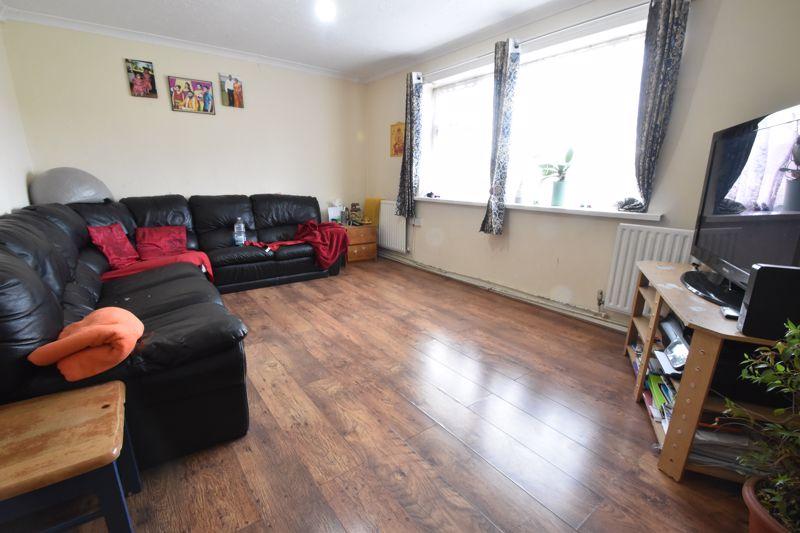 3 bedroom Maisonette to buy in Green Gates, Luton - Photo 2