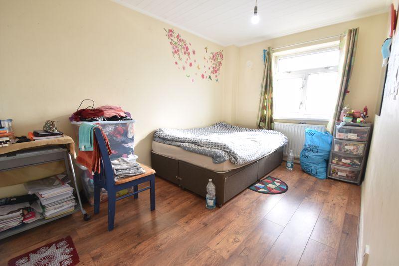 3 bedroom Maisonette to buy in Green Gates, Luton - Photo 9