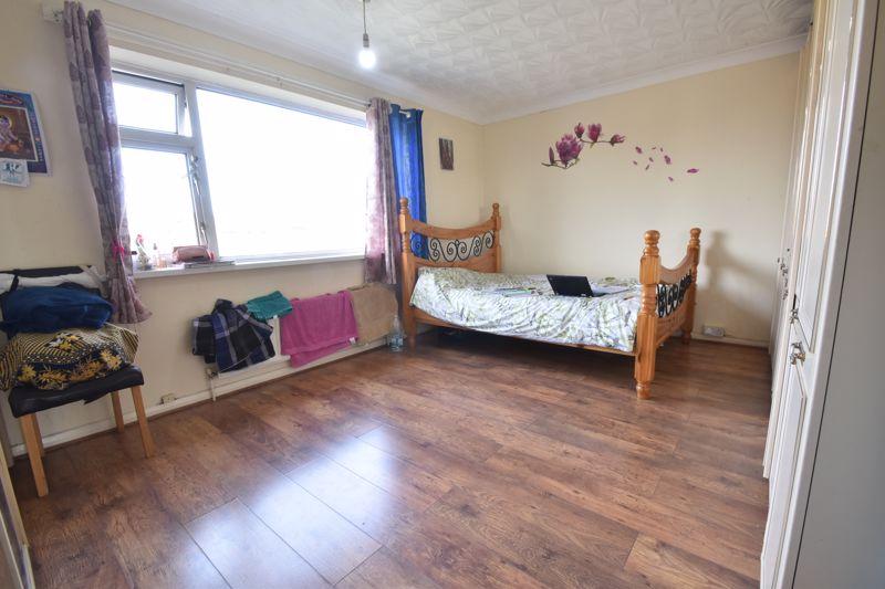 3 bedroom Maisonette to buy in Green Gates, Luton - Photo 12