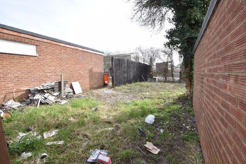 3 bedroom Maisonette to buy in Green Gates, Luton - Photo 13