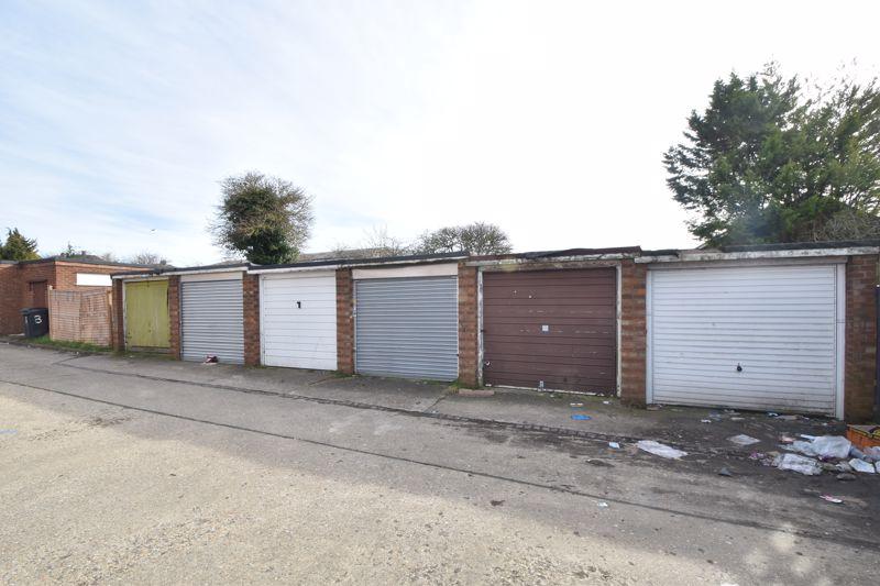 3 bedroom Maisonette to buy in Green Gates, Luton - Photo 14