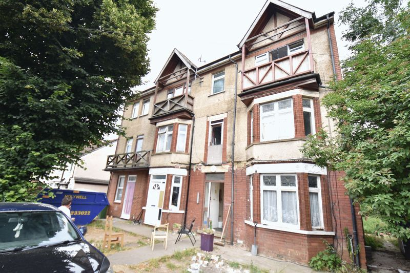 9 bedroom  to buy in Waller Avenue, Luton