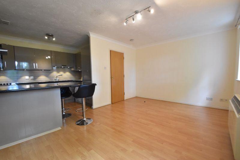 2 bedroom Flat to buy in Earls Meade, Luton - Photo 4