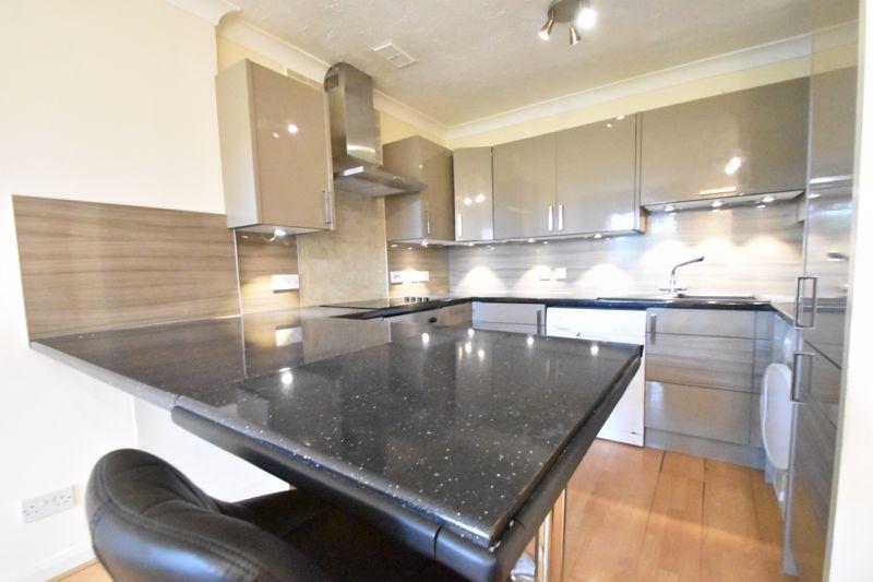 2 bedroom Flat to buy in Earls Meade, Luton - Photo 5