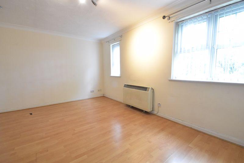 2 bedroom Flat to buy in Earls Meade, Luton - Photo 6