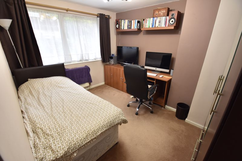 4 bedroom Mid Terrace to buy in Brendon Avenue, Luton - Photo 7