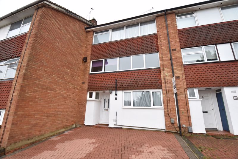 4 bedroom Mid Terrace to buy in Brendon Avenue, Luton