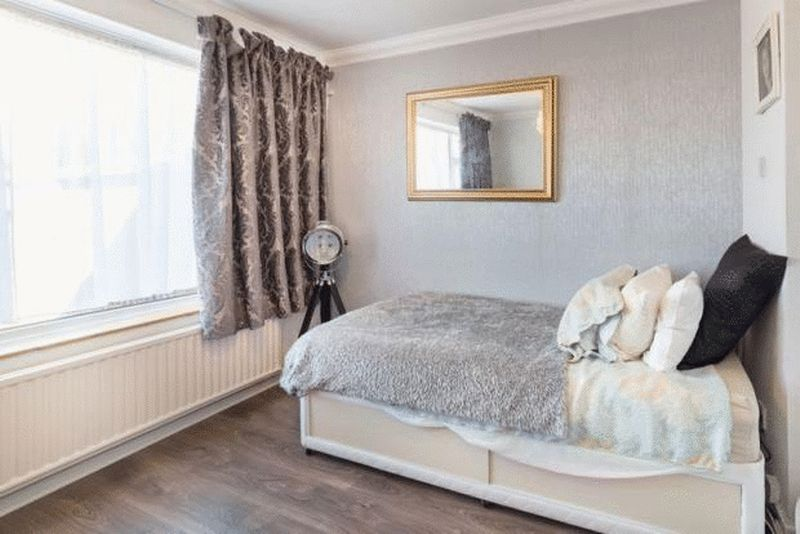 3 bedroom Bungalow to buy in Hillary Crescent, Luton - Photo 5