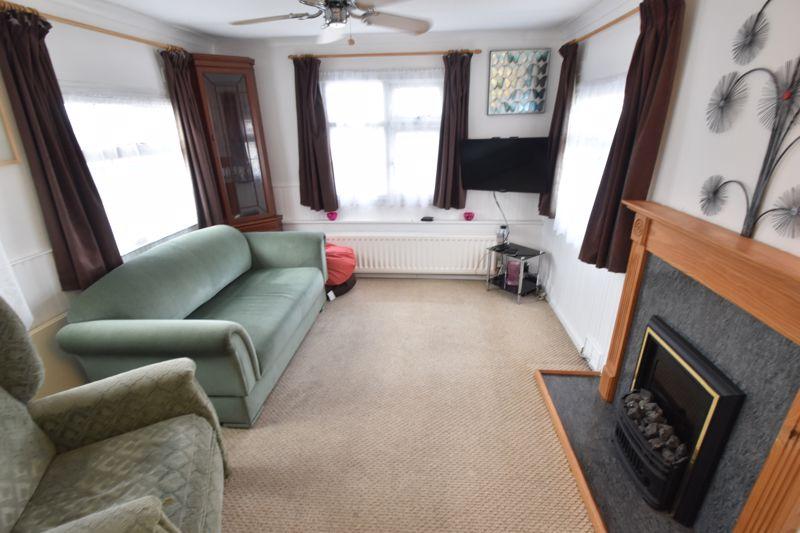1 bedroom Park Home to buy in Caddington Park, Luton - Photo 2
