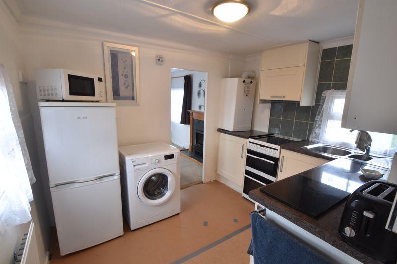 1 bedroom Park Home to buy in Caddington Park, Luton - Photo 4