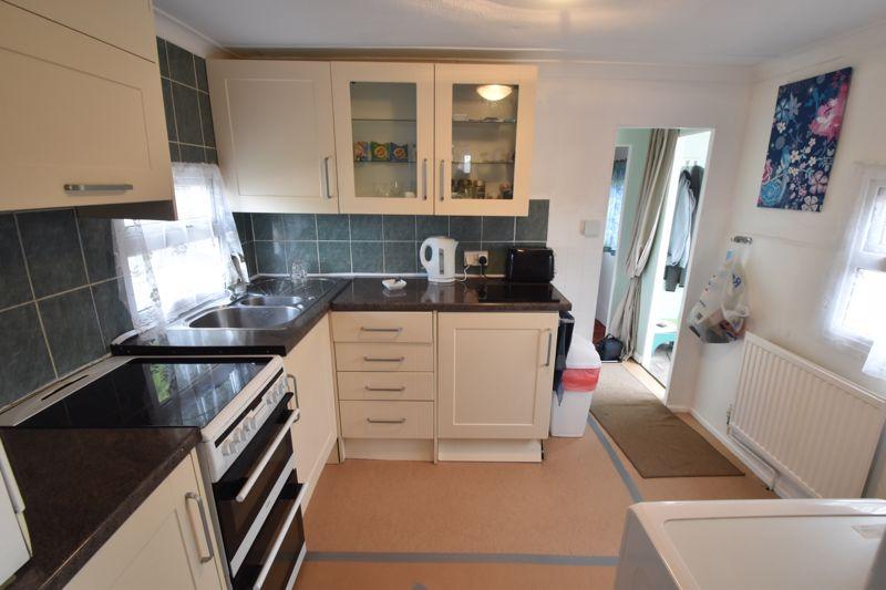 1 bedroom Park Home to buy in Caddington Park, Luton - Photo 5