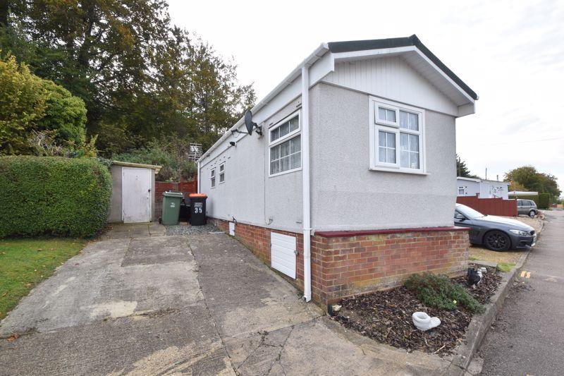 1 bedroom Park Home to buy in Caddington Park, Luton - Photo 7
