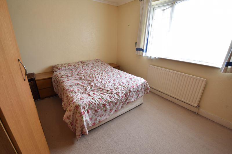 2 bedroom Mid Terrace to buy in Applecroft Road, Luton - Photo 10