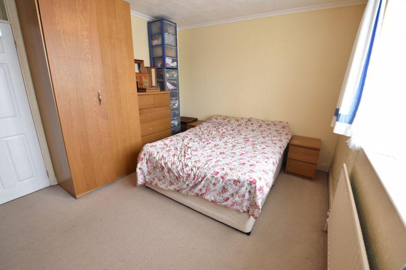 2 bedroom Mid Terrace to buy in Applecroft Road, Luton - Photo 11