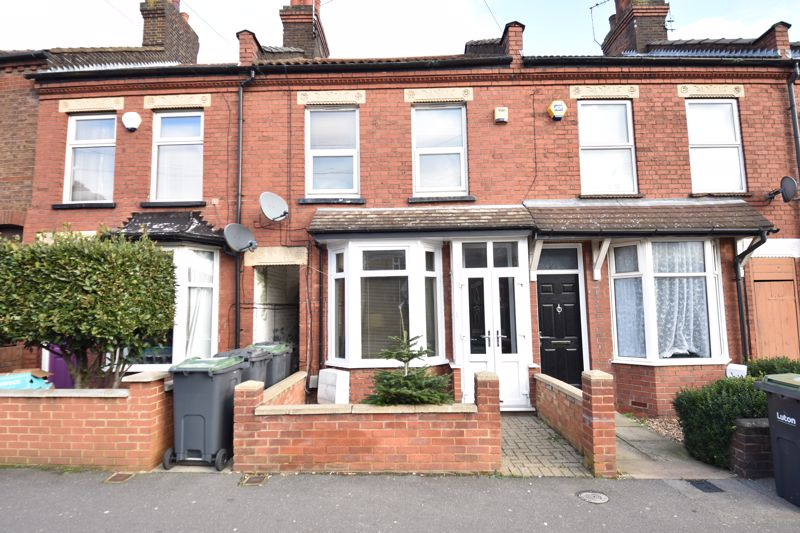 3 bedroom Mid Terrace to buy in Ramridge Road, Luton