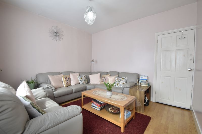 3 bedroom Mid Terrace to buy in Dane Road, Luton - Photo 2