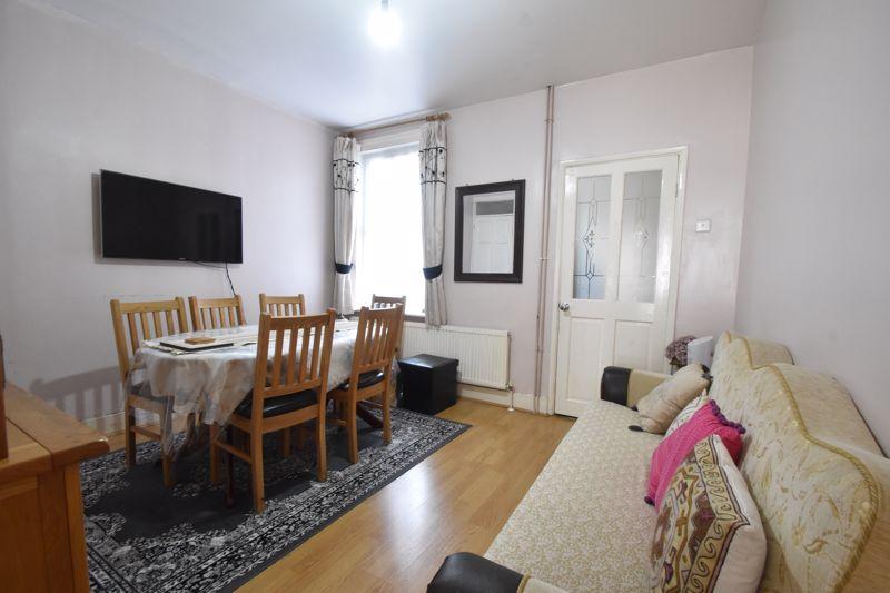 3 bedroom Mid Terrace to buy in Dane Road, Luton - Photo 3