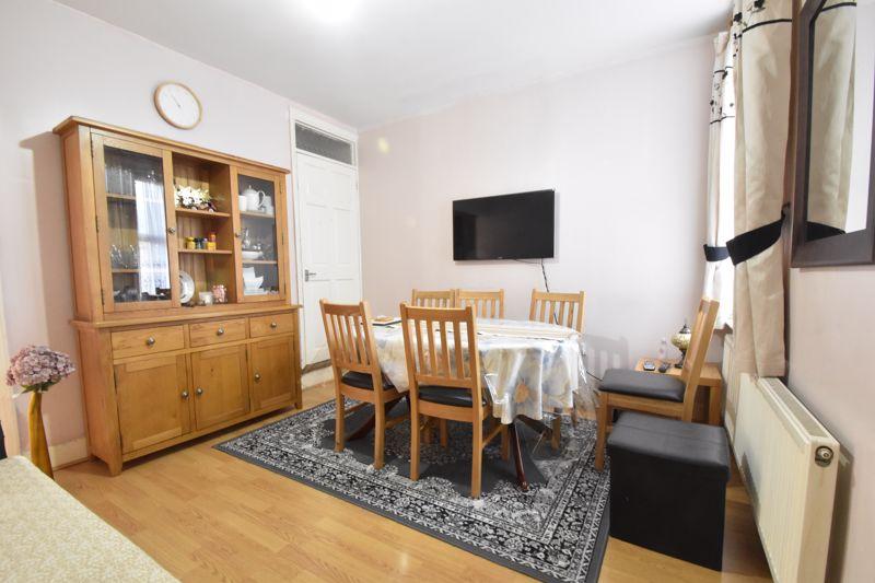 3 bedroom Mid Terrace to buy in Dane Road, Luton - Photo 5