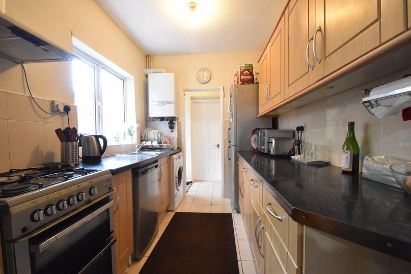 3 bedroom Mid Terrace to buy in Dane Road, Luton - Photo 7