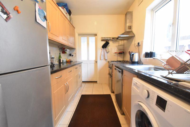 3 bedroom Mid Terrace to buy in Dane Road, Luton - Photo 8
