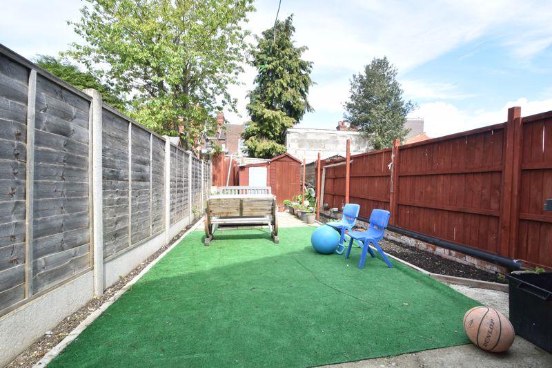 3 bedroom Mid Terrace to buy in Dane Road, Luton - Photo 12