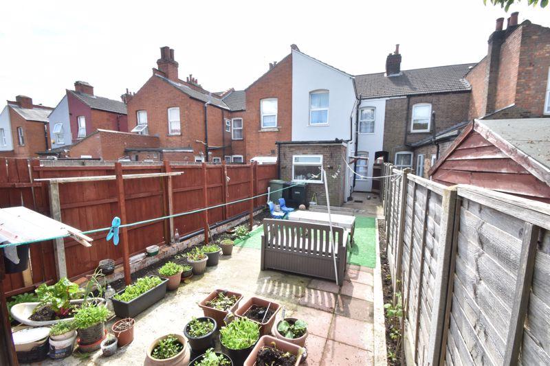 3 bedroom Mid Terrace to buy in Dane Road, Luton - Photo 13
