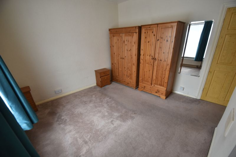 2 bedroom Mid Terrace to rent in Strathmore Avenue, Luton - Photo 1