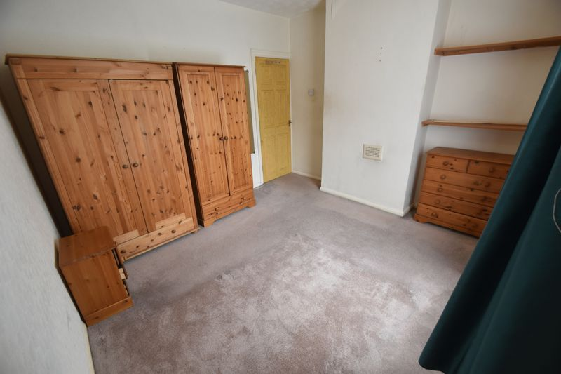 2 bedroom Mid Terrace to rent in Strathmore Avenue, Luton - Photo 2
