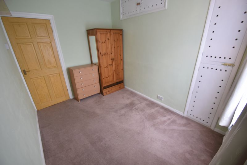 2 bedroom Mid Terrace to rent in Strathmore Avenue, Luton - Photo 4