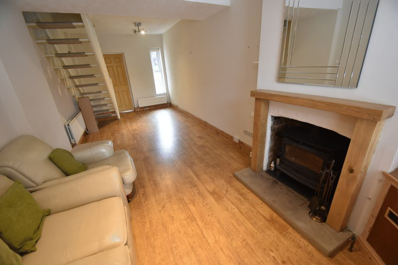2 bedroom Mid Terrace to rent in Strathmore Avenue, Luton - Photo 5