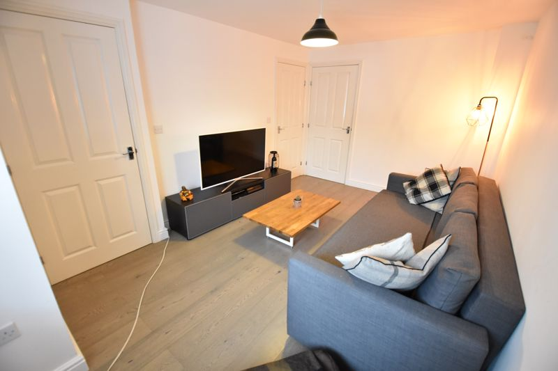 2 bedroom Mid Terrace to buy in Guardian Way, Luton - Photo 9