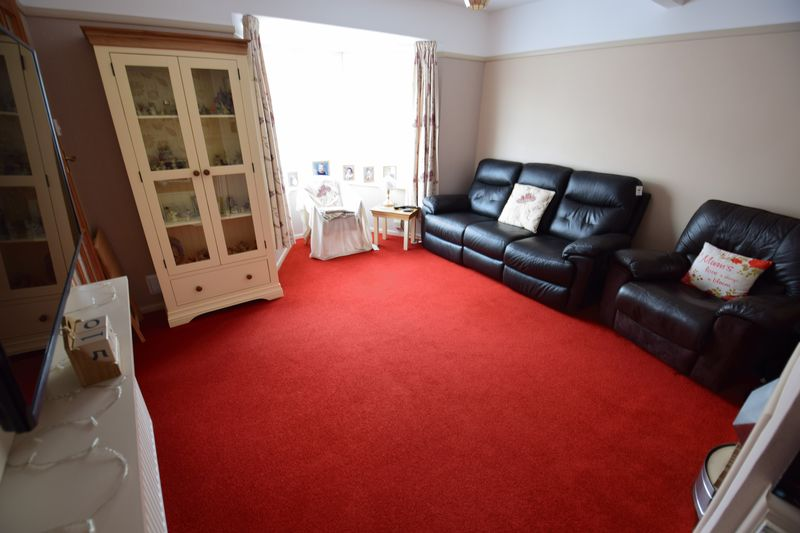 3 bedroom Mid Terrace to buy in Whipperley Way, Luton - Photo 2