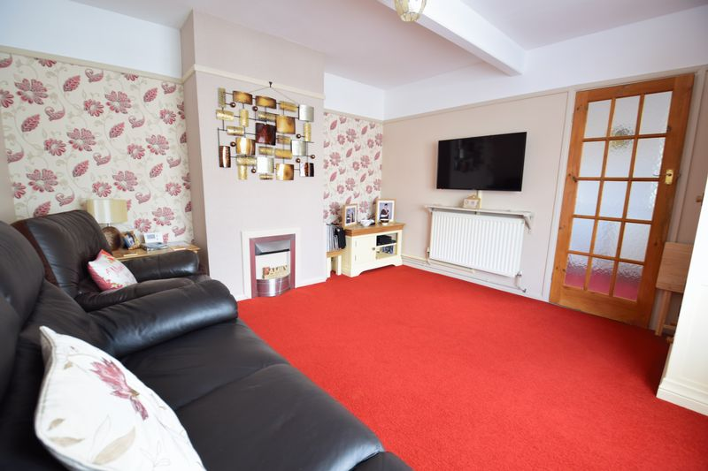 3 bedroom Mid Terrace to buy in Whipperley Way, Luton - Photo 3